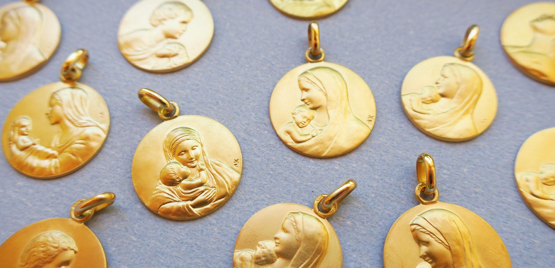 médaille de baptême en or 18k (18 carats)